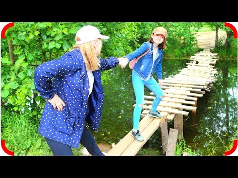 С мамой в лесу видео