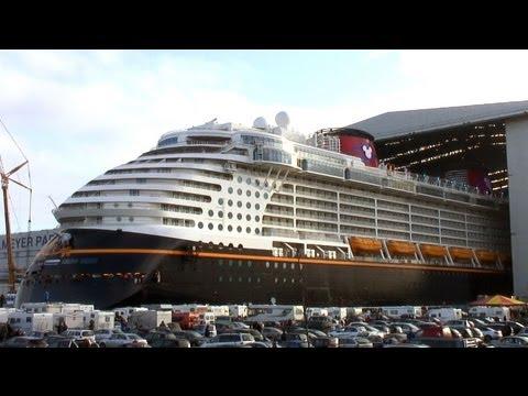 Disney Fantasy Float Out / Undocking / Ausdocken