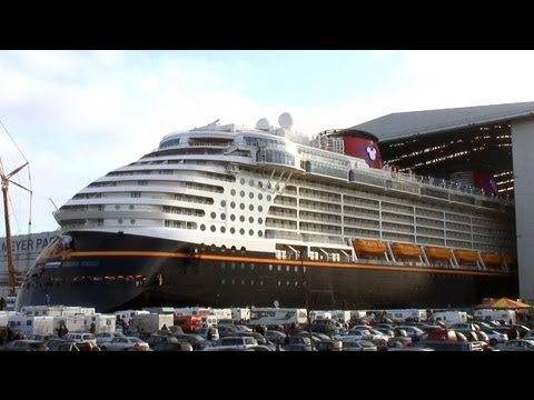 Disney Fantasy Float Out / Undocking / Ausdocken