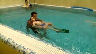 Матвей в бассейне в Атмосфере