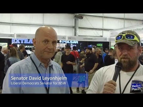 Luke Brown speaks with Senator David Leyonhjelm at Melbourne Shot Expo 2017