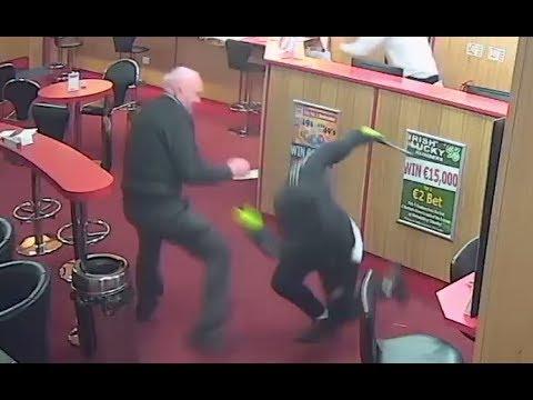 Alter Mann schlägt bewaffnete Angreifer in die Flucht