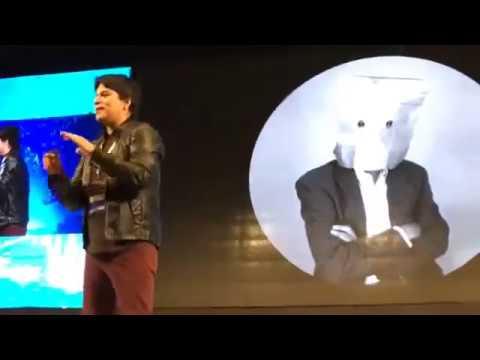 Lucho Quequezana: Aprendiendo a renacer digitalmente
