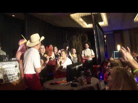 "DallasCon 2013 karaoke: ""Twist and Shout"""