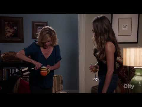 """Modern Family S08E06 - """"CLAIRE OWNS IT AS A MOM"""""""