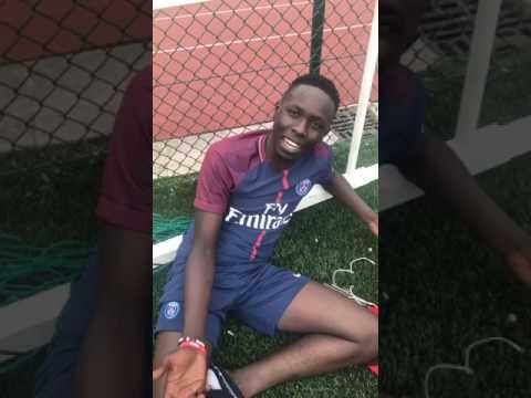 Ngaka blindé se met au foot à Paris