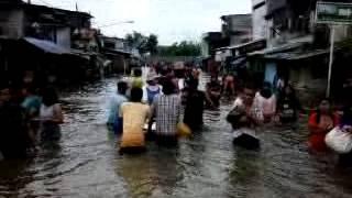 Bantuan Korban Banjir Jakarta 2013 di Muara Baru (3)