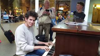 "THOMAS KRÜGER – ""HEY JUDE"" (The Beatles) – PIANO VERSION AT LONDON TRAIN STATION ST. PANCRAS"