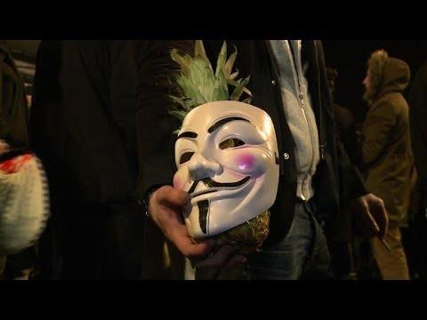 France bans 'anti-Semitic' Dieudonne tour, fans protest