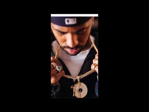 Jay-Z Surprises Big Sean With Brand New Rocnation Chain!!