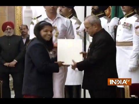 President Pranab Mukherjee Confers Khel Ratna to Rio Olympics Athletes
