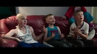 Нобби показывает свою семью \ Братья из Гримсби ( Grimsby )