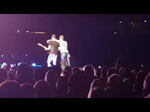 Coldplay 2016 - BRISBANE: Chris Martin spreading his love