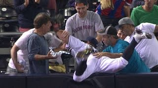 Col@sd: Medica Falls Into Stands After Making Catch