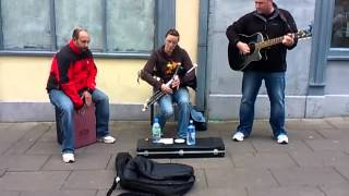 Uilleann pipes amazing player     Busking in tralee