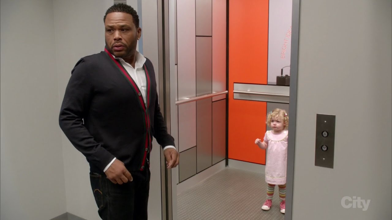 Blackish: Little White Girl In Elevator Scene. Brothers? WHAT WOULD YOU DO? LOLOLOL!!!