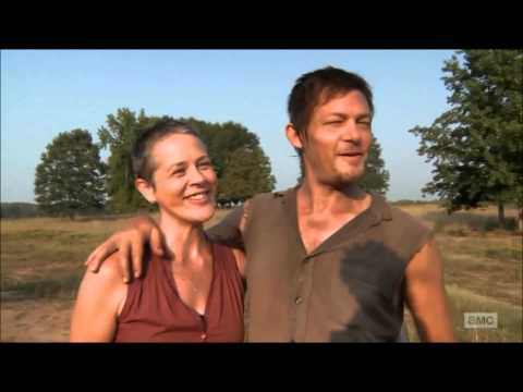 Norman Reedus and Melissa McBride singing on set • streaming vf