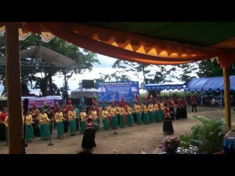 Chants et danse traditionnels de Central Sulawesi au Festiv