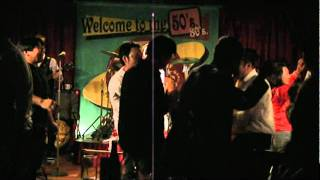 沖縄市にあるお気に入りのライブハウスです。曲目は「オーキャロル」「...