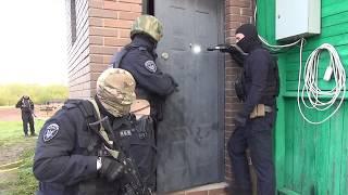 В Новгородской области полицейские задержали подозреваемого в кражах автомашин
