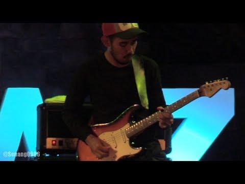Sandhy Sondoro - Tentang Perasaanmu ~ Malam Biru @ Prambanan Jazz 2017 [HD]