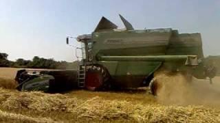 Fendt 8350 - combine harvester. / Kombajn Fendt 8350 v žatve /