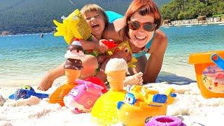 Бьянка и Маша Капуки - Игры на пляже в Турции. Привет, Бьянка!