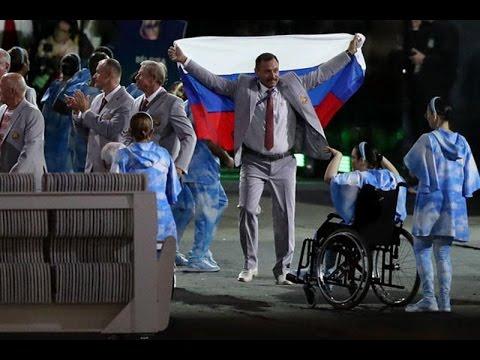 Беларусь делегат несет флаг России во время Паралимпийских игр церемонии открытия   08 09 2016