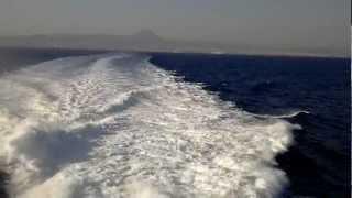 Эгейское море. Путь на Санторини.(Эгейское море. Вдали берег Ираклиона. Съемка с парома (катамарана), плывущего на Санторини., 2012-08-26T13:26:13.000Z)