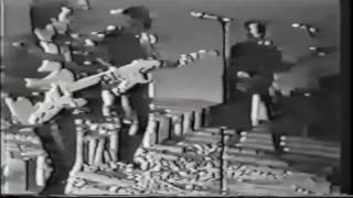 内海氏の弦が切れるハプニング!間奏時の矢沢「弦がきれたよ~」が御茶目!