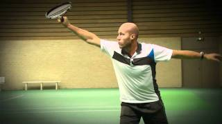 Tennisles .TV  BACKHAND: De doorzwaai  (HD)