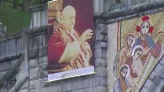 Lourdes : les canonisations de Jean-Paul II  et Jean XXIII vues du Sanctuaire