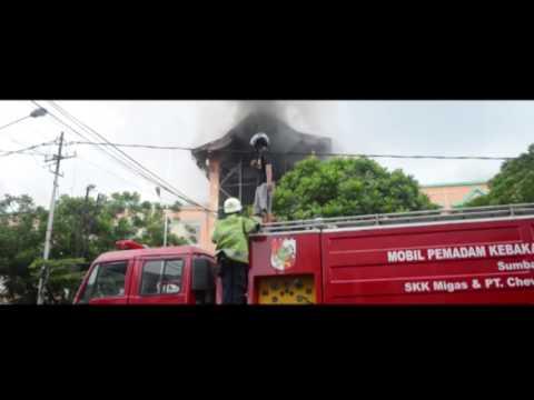 "Proses Pemadaman Api Di Pusat Perbelanjaan Pekanbaru ""Ramayana"" 09/12/15"