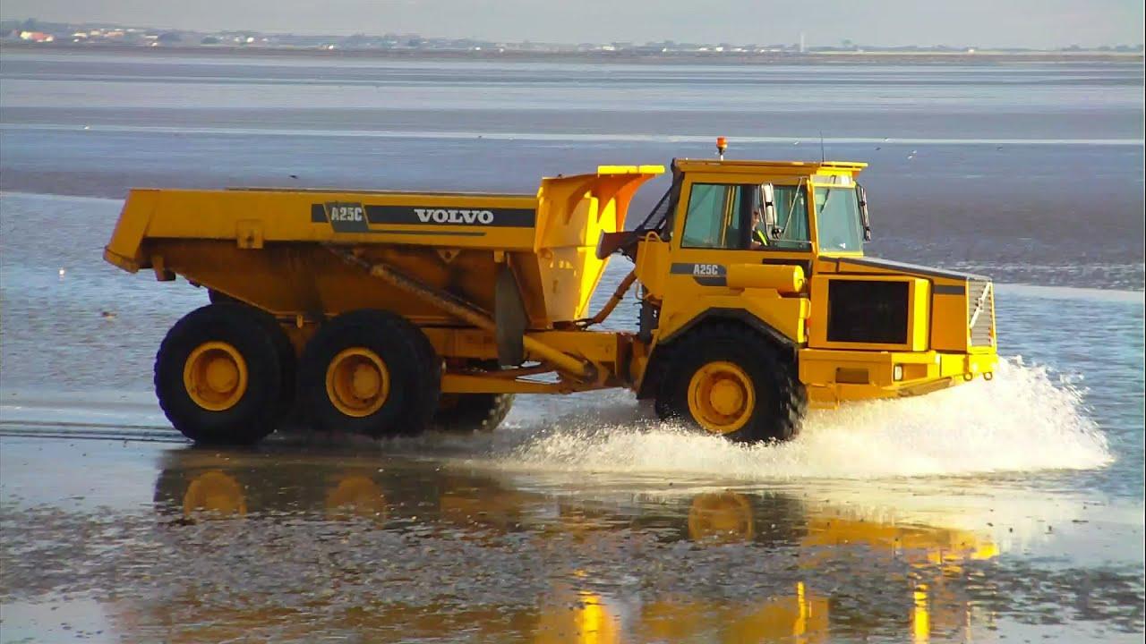 Volvo A25C Making a Splash ! - YouTube