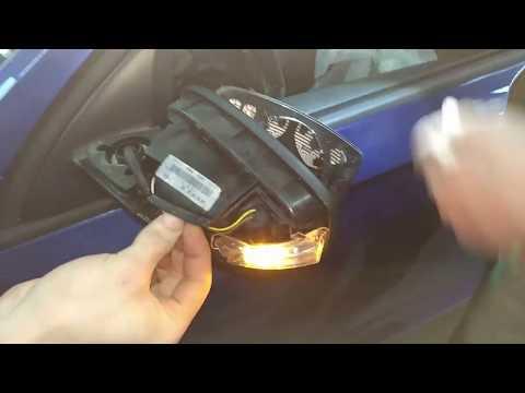 #023(3) снятие стекла зеркала замена лампы указателя поворота в наружном зеркале\\skoda rapid