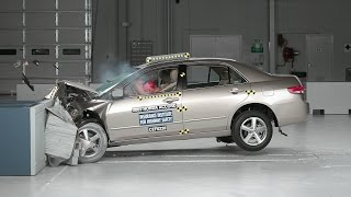 2003 Honda Accord moderate overlap IIHS crash test