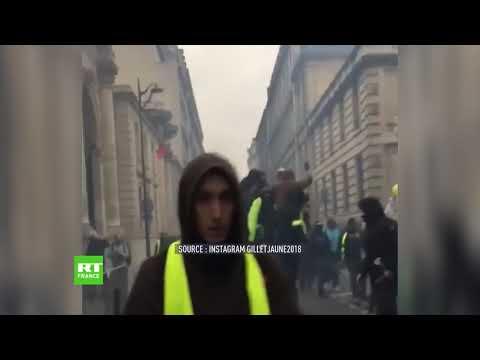 Des Gilets Jaunes Défoncent La Porte Du Secrétariat D'Etat De Benjamin Griveaux