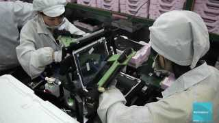 Завод Foxconn изнутри. Эксклюзивное видео как собирают iPad.(http://vk.com/ishopspb https://twitter.com/iShopspb Каждый наверно хоть раз, но задумывался о том как же все таки собирают iPad,..., 2012-04-14T15:42:38.000Z)