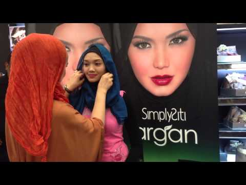 SimplySiti Scarf Tutorial during Meet & Greet at AEON Cheras Selatan