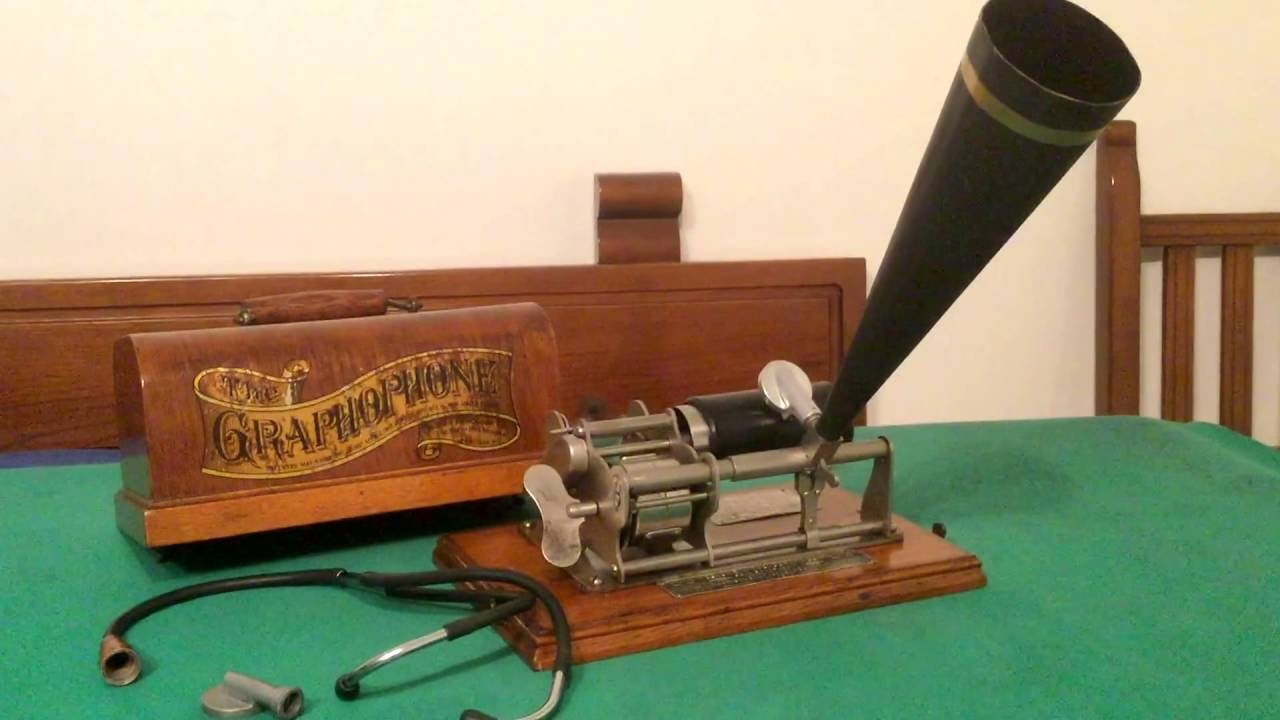 Nice Columbia B Eagle phonograph for office registrationBeau