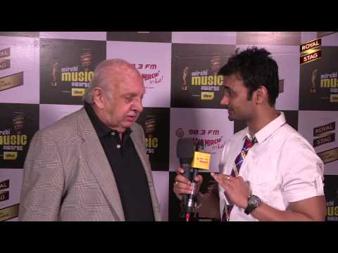 Vanraj Bhatia gets candid with RJ Anmol at the  #MMAWARDS RED CARPET
