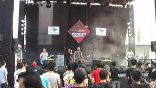 Download Alone at last* - Muak untuk memuja ( live at javarockinland 2011 )