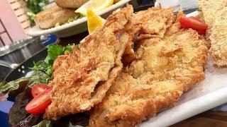 Show de milanesas de soja, de carne rebozada en queso y de pescado rebozada en puré instantáneo