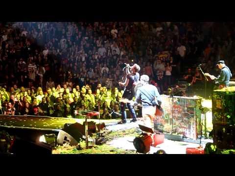 """Coldplay - """"Yellow"""", Scotia Bank Saddledome, Calgary AB 04.18.12"""