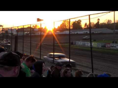 Hobby Stock Heat 1 @ Marshalltown Speedway 05/05/17