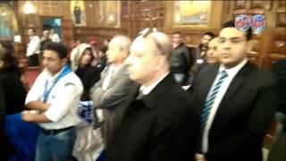 أخبار اليوم   لحظة وصول  رجل الاعمال نجيب ساويرس لجنازة شهداء الكنيسة البطرسية