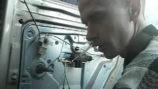 Как снять извлечь заменить стекла задней двери SKODA FABIA(99-08)demontaz zamiana szyby drzwi tyl