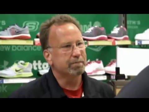Jefe Encubierto  ( Modell's  Sporting Goods )
