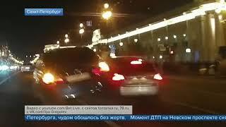 Смотреть видео Авария в центре Санкт Петербурга чудом обошлась без жертв онлайн