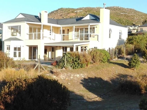 3 Bedroom House For Rent In Stonehaven Estate, Fish Hoek, Western Cape, South Africa For ZAR 28,0...